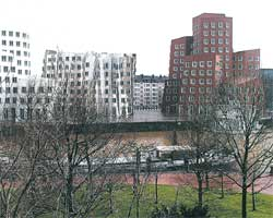 Медиа-гавань. Вид со стороны Рейна.