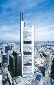Коммерцбанк во Франкфурте (самое высокое здание Европы в 1997-2004)