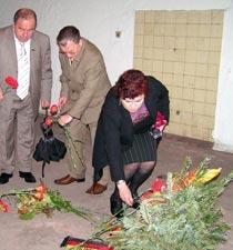 Возложение цветов на месте казни Джалиля