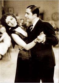 Карлос Гардель и Мона Марис в фильме ''Вниз по наклонной''. Paramount. 1934