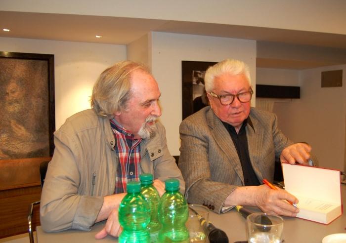 Г. Крошин беседует с В. Войновичем