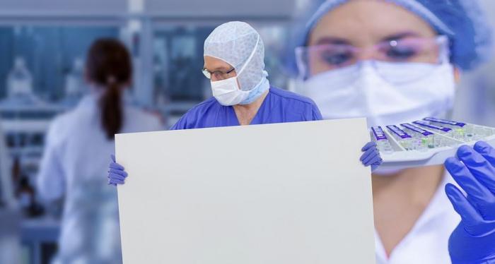 врачи в масках
