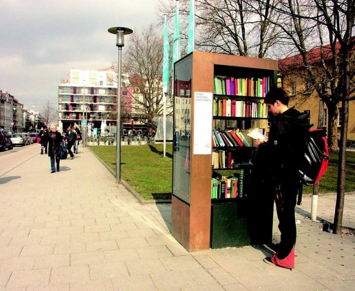 общественный книжный шкаф