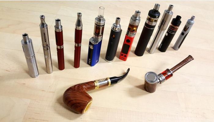 набор электронных сигарет и трубок