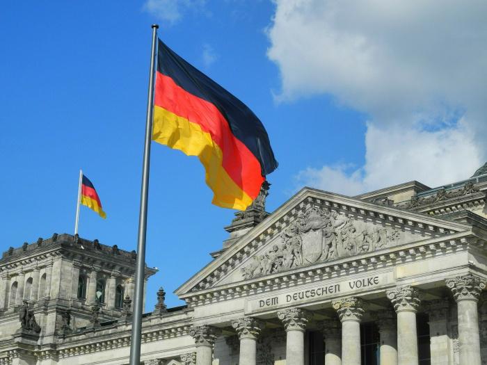 бундестаг и флаг Германии