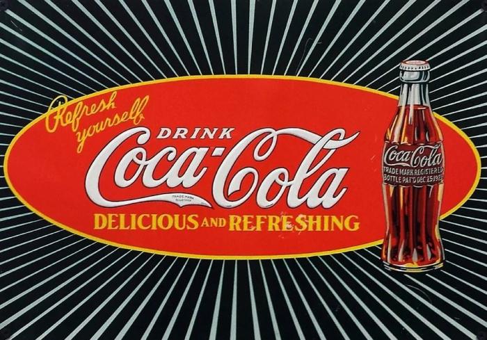 лого и бутылка кока-колы