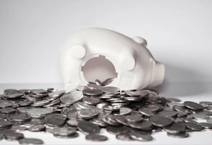 копилка и монеты