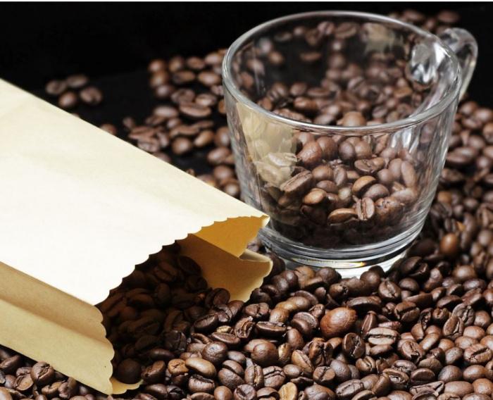 пакетик с кофейными зёрнами