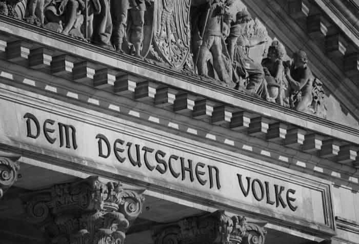 цоколь здания бундестага