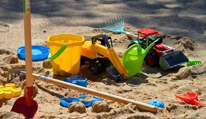 песочница и игрушки