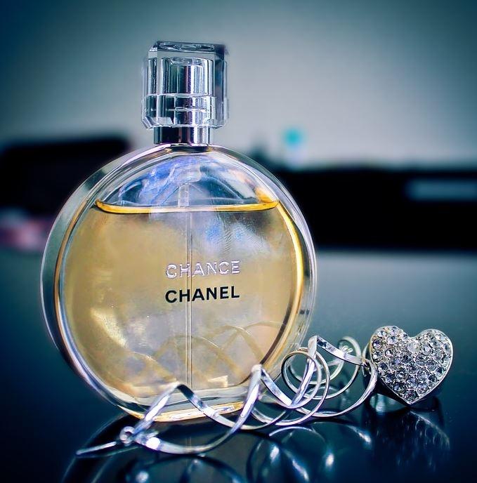флакон духов Шанель