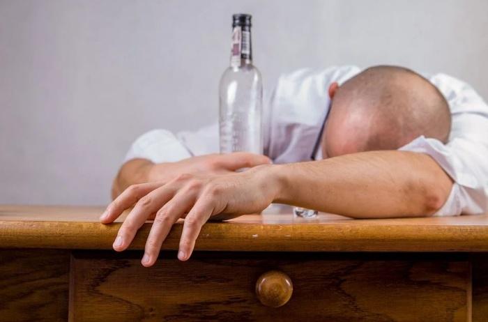 потерявший сознание от  алкоголя