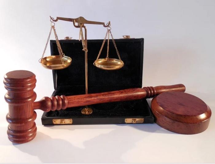 атрибуты, символизирующие суд