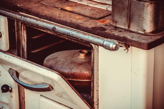газовый баллон в духовке