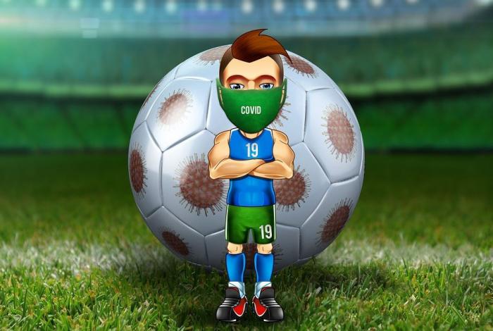 футбольный мяч на фоне пандемии