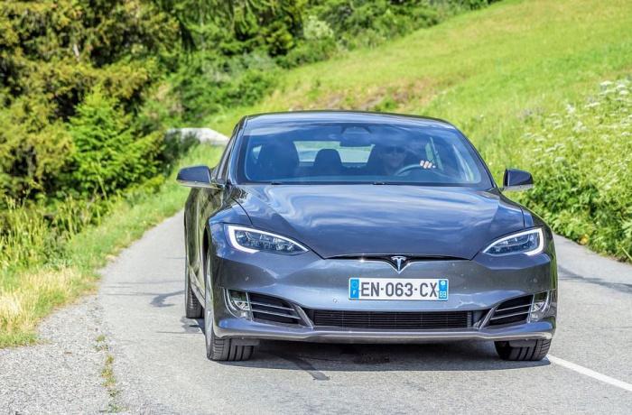 автомобиль Tesla