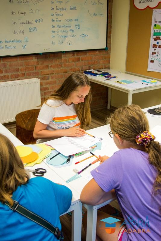 Знания английского языка повышаются на творческих занятиях под руководством опытных преподавателей