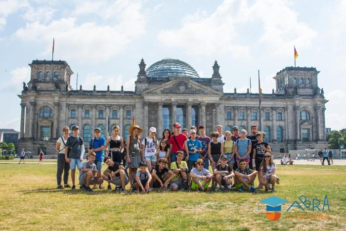 Детский лагерь стартует в Берлине. Детей ждет двойное знакомство: друг с другом и со столицей Германии